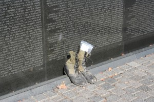 Tribute-at-Vietnam-Memorial-Wall-1024x682